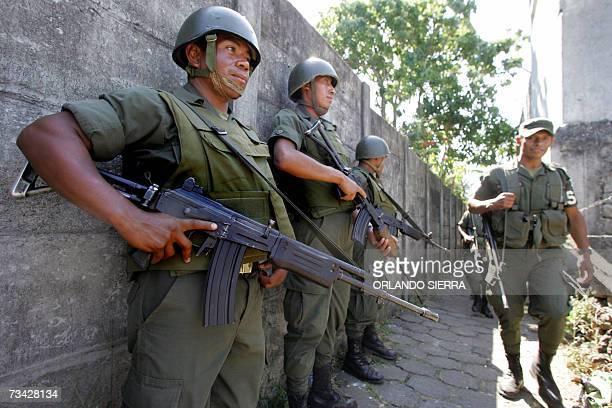 Soldados del Ejercito de Guatemala brindan seguridad en los alrededores de la carcel de maxima seguridad de El Boqueron en Cuilapa departamento de...