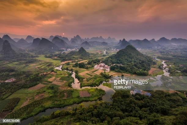 cuiping hill, yangshuo, china - formación karst fotografías e imágenes de stock