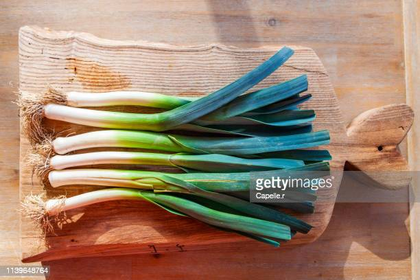 cuisine - légumes du jardin, le poireau - leek stock pictures, royalty-free photos & images