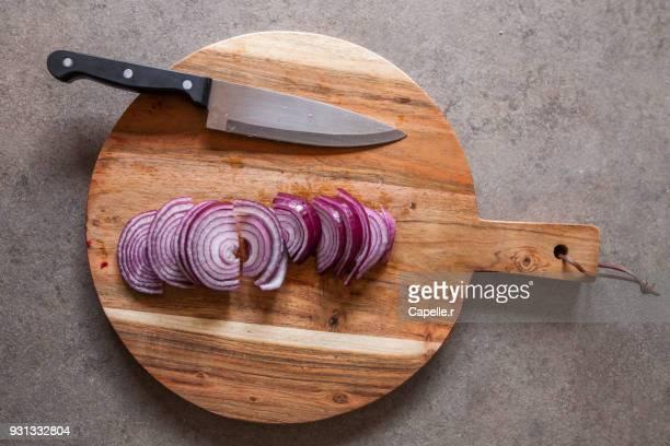 Cuisine - oignons rouge découpés