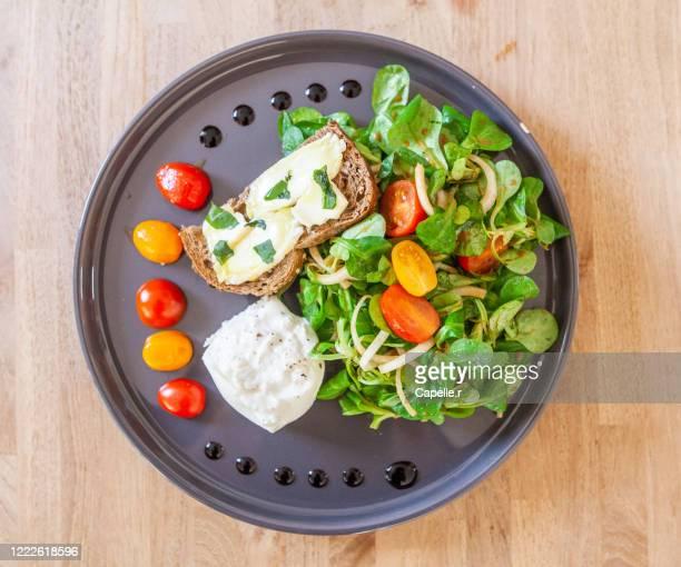 cuisine - salade italienne de printemps - culture italienne imagens e fotografias de stock