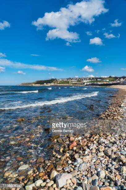 cullen, aberdeenshire,   looking east along beach towards cullen - aberdeenshire stock pictures, royalty-free photos & images