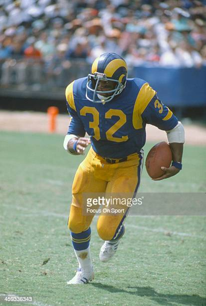 Cullen Bryant of the Los Angeles Rams carries the ball during an NFL football game circa 1974 at the Los Angeles Memorial Coliseum in Los Angeles...