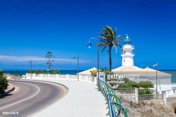 Faro de Cullera en Valencia con el mar Mediterráneo de fondo