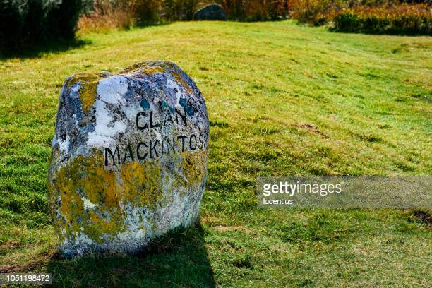 culloden battlefield gravestone, scotland - rest in peace stock pictures, royalty-free photos & images