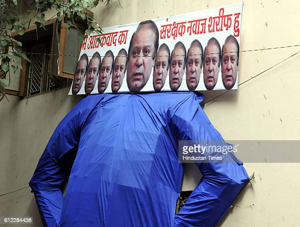 Cultural organisation Sansatha Suryamanch prepare Ravana effigy with Pakistan Prime Minister Nawaz Sharif's face to be burnt on Dussehra condemning...