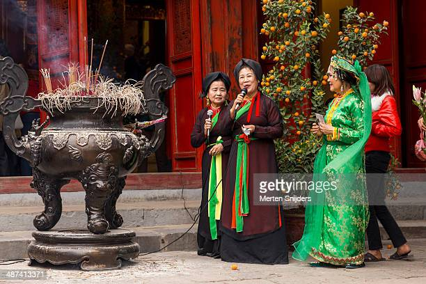 cultural performance at ngoc son temple - merten snijders stock pictures, royalty-free photos & images