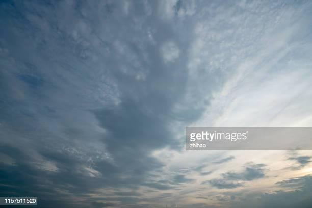 cumulonimbus clouds in the sky - moody sky stock pictures, royalty-free photos & images