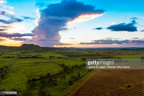 cumulonimbus sunset - lianne loach stock pictures, royalty-free photos & images