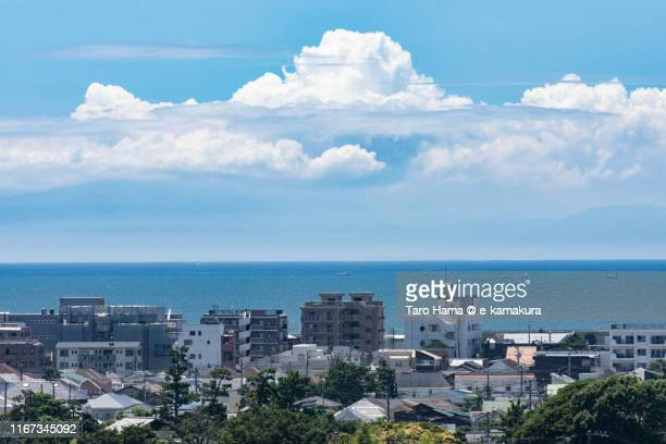 cumulus clouds on the beach and mountain in kanagawa prefecture, japan - chigasaki stock pictures, royalty-free photos & images