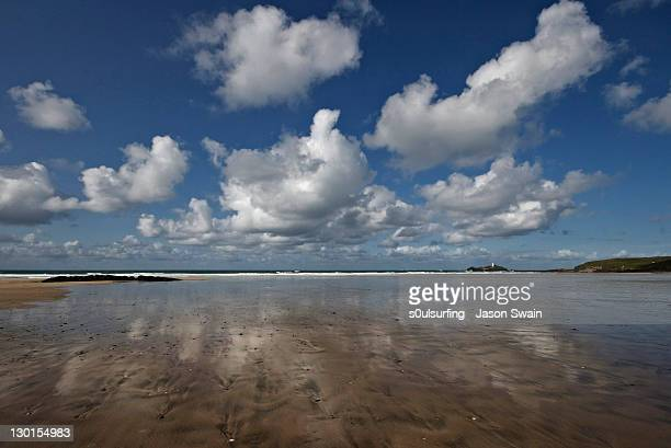 cumulus clouds over sands - s0ulsurfing stock pictures, royalty-free photos & images