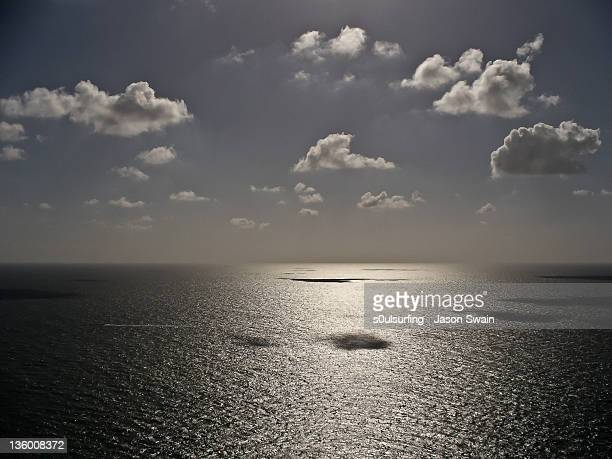 cumulus humilis and calm sea - s0ulsurfing stock pictures, royalty-free photos & images