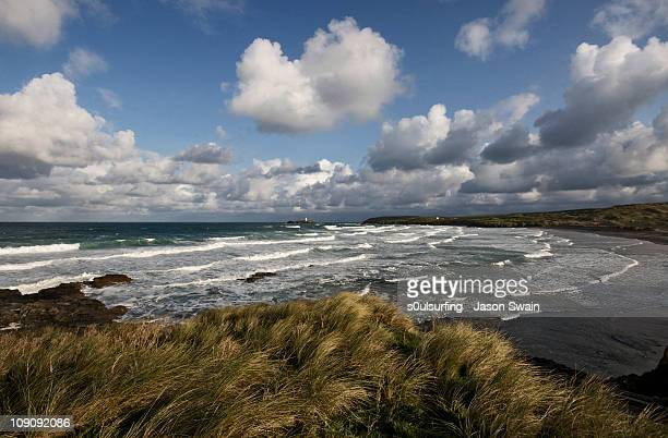 a cumulus sky over gwithian, cornwall - s0ulsurfing stock pictures, royalty-free photos & images
