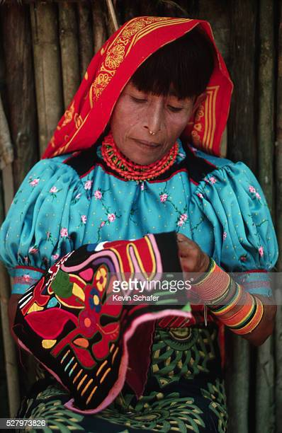 cuna indian woman making mola - mola stock pictures, royalty-free photos & images