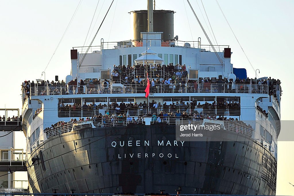 Cunard's Queen Elizabeth And Queen Mary Make History In Long Beach Harbor : News Photo
