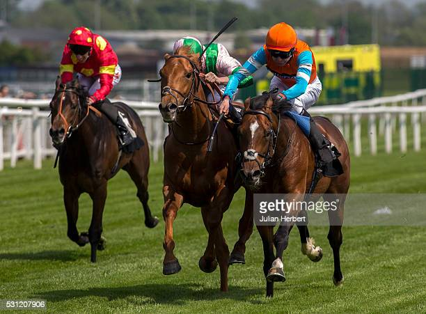 Cunco the first offspring of the champion racehorse Frankel to appear on a racecourse ridden by Robert Havlin gets the better of Isomer ridden by...