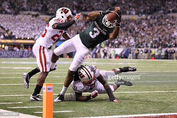 Cunningham of the Michigan State Spartans runs the ball 6-yards into the endzone after he got the ballo n a lateral by Keith Nichol against Antonio...