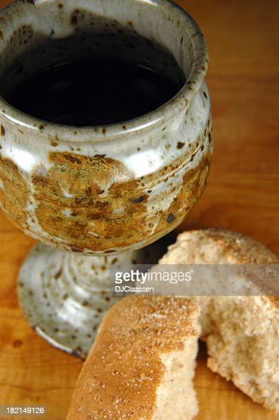 cup and bread - maundy thursday stock pictures, royalty-free photos & images