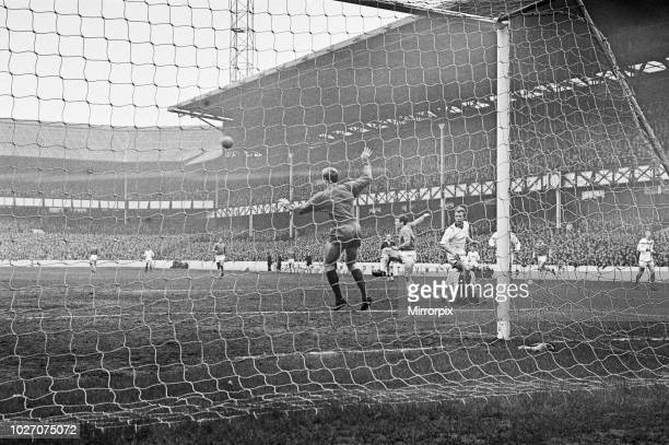 Cup Fifth Round match at Goodison Park. Everton 2 v Tranmere Rovers 0. Action during the match. 9th March 1968.