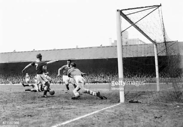 Cup Fifth Round Second Replay match. Birmingham City 0 v Nottingham Forest 5. Roy Dwight scores Forest's fourth goal, 23rd February 1959.