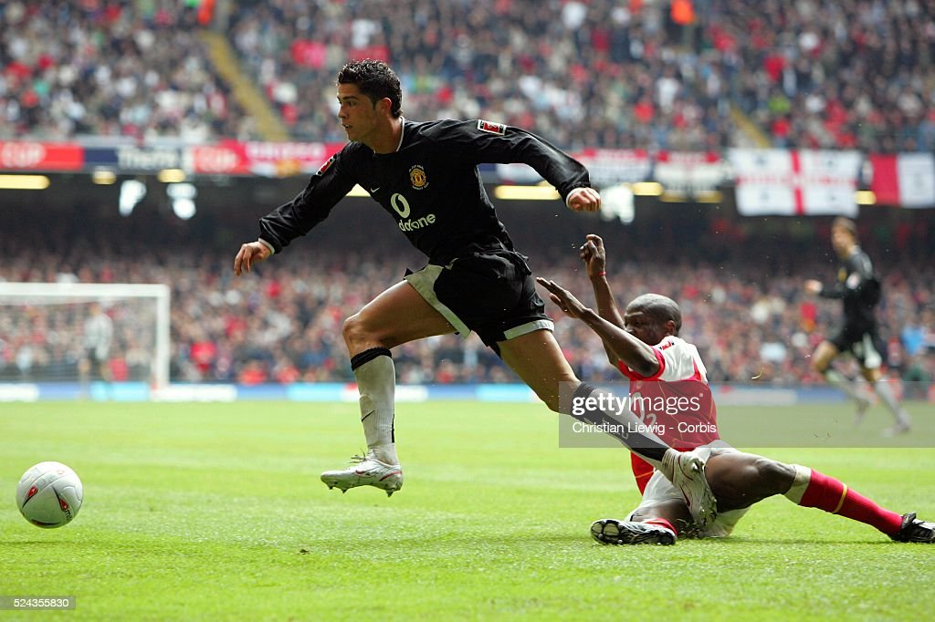 fa cup final 2005 arsenal vs manchester united arsenal won the fa photo d 39 actualit getty. Black Bedroom Furniture Sets. Home Design Ideas