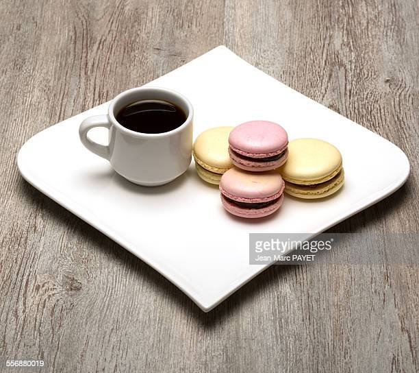 cup of coffee and french macaron - jean marc payet stockfoto's en -beelden