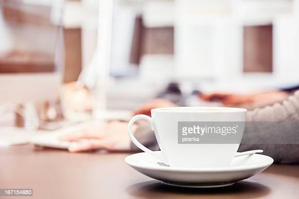コーヒーをオフィスデスク