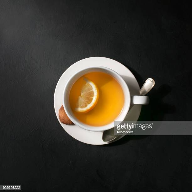 a cup of lemon tea. - thee warme drank stockfoto's en -beelden