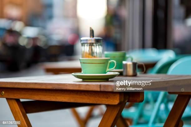 cup on a cafe table - glasgow schottland stock-fotos und bilder