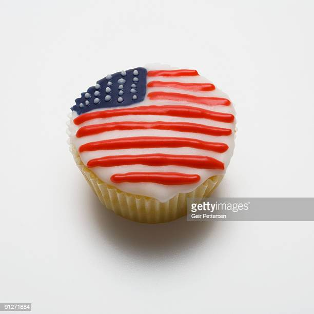 Cupcake decorated with the flag of the USA