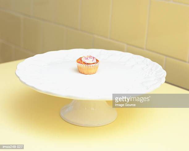 cup-cake on a cake dish - portion stock-fotos und bilder