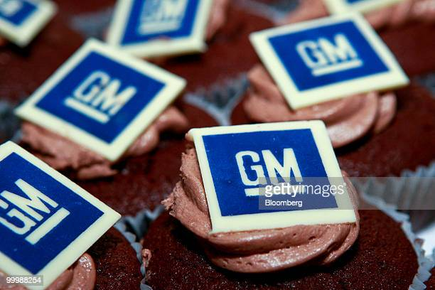 Cupcakes featuring General Motors Co logos are arranged during a retirement party for Robert 'Bob' Lutz former vice chairman of GM at the company's...