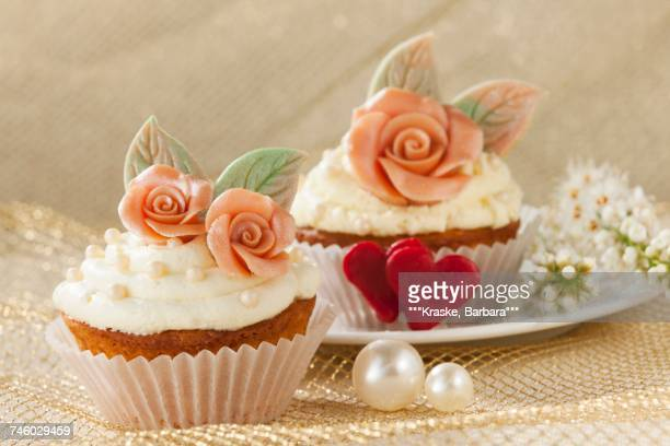 cupcakes for a wedding - barbara valentin stock-fotos und bilder