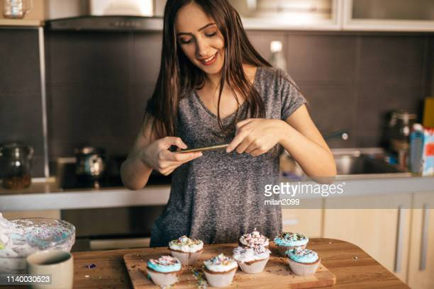 cupcakes - photo messaging stock pictures, royalty-free photos & images