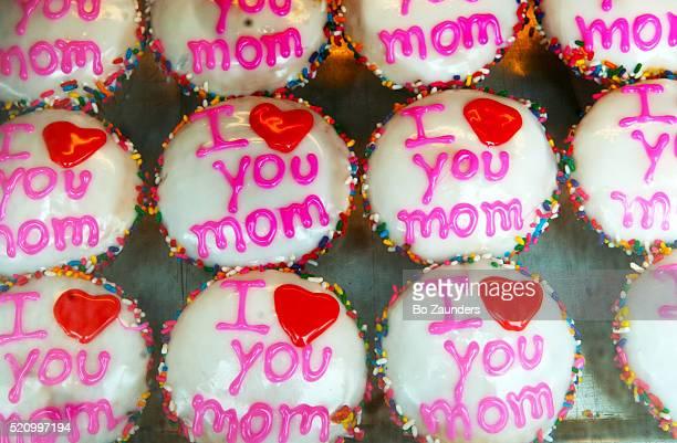 cupcakes - muttertag herz stock-fotos und bilder