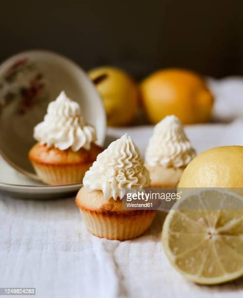 cupcakes with lemon and frosting - dessert stock-fotos und bilder