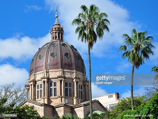 cupula da catedral metropolitana de porto alegre - pôrto alegre stockfoto's en -beelden