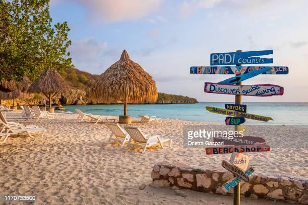 curacao, abao beach case - curaçao stockfoto's en -beelden