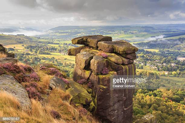 curbar edge, summer heather, view towards chatsworth, peak district national park, derbyshire, england, united kingdom, europe - chatsworth derbyshire stock pictures, royalty-free photos & images