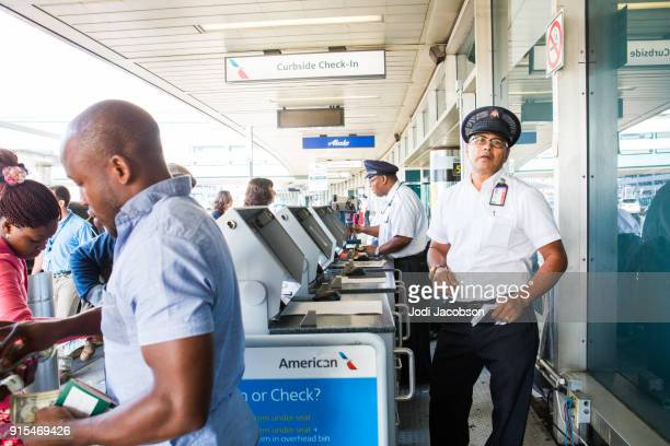 curbside check-in at airport - american airlines stock pictures, royalty-free photos & images