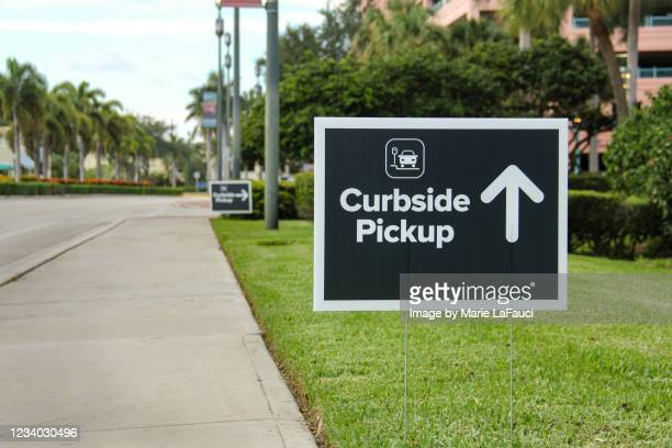 curbside pickup sign with directional arrow - curb stock pictures, royalty-free photos & images