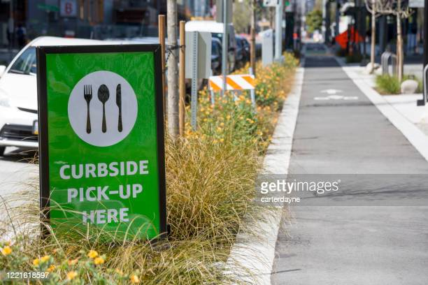 curbside pickup takeaway food sign during coronavirus covid-19 pandemic - curbside pickup stock pictures, royalty-free photos & images
