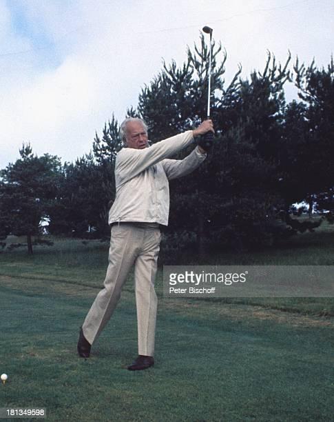 Curd Jürgens beim Golf in Paris Frankreich Europa Sonnenbrille golfen spielen Golfplatz Sport Schauspieler TP