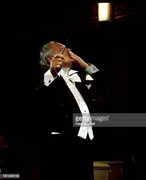 Curd Jürgens Dreharbeiten zu Die Messe in Paris Frankreich Theater Schauspieler TP