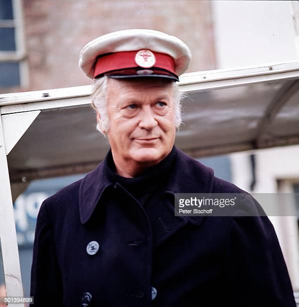 """Curd Jürgens, Dreharbeiten zur ZDF-""""Schirm, Scharm und Schau"""" - Vico Torriani-Show, London, England, Europa, Mütze, Schauspieler, Promi, BB, Sc; ;"""