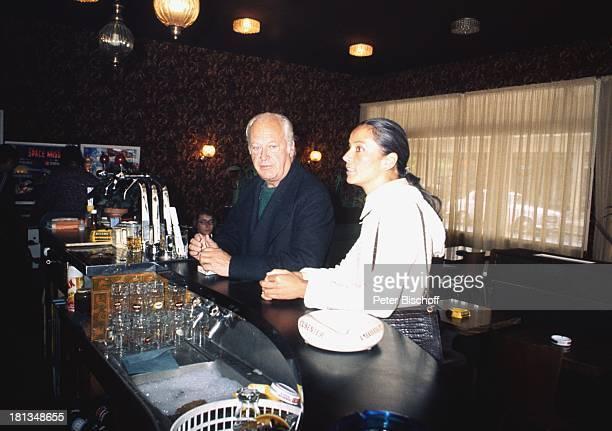Curd Jürgens Ehefrau Margie Restaurant Maxim's Paris Frankreich Europa Tresen Schauspieler Ehemann TP