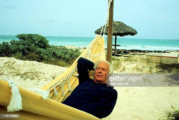 Curd Jürgens verstorben am 18 Juni 1982mit Margie Jürgens in der KaribikUrlaub/Bahamas 1977 Strand Hängematte