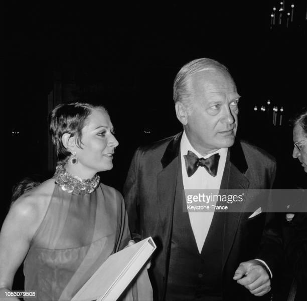 Curd Jurgens et sa femme à leur arrivée à l'opéra de Paris France le 29 septembre 1967