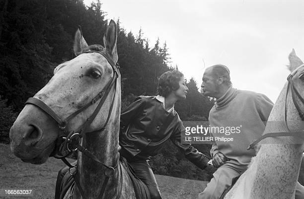 Curd Jurgens Marries Simone Bicheron Allemagne Fédérale 17 Septembre 1958 Dans la forêt Rhénane lors de leur lune de miel l'acteur de cinéma...