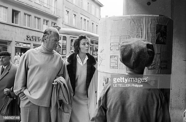 Curd Jurgens Marries Simone Bicheron. Allemagne Fédérale- 17 Septembre 1958- Dans une rue citadine, l'acteur de cinéma autrichien et allemand Curd...